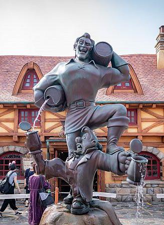 ガストンの銅像